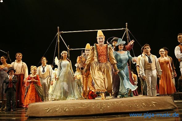 Cirque du Soleil Corteo Tour 2013