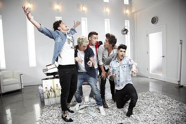 One Direction beim Dreh ihres neuen Videos! (Foto: Sony Music)